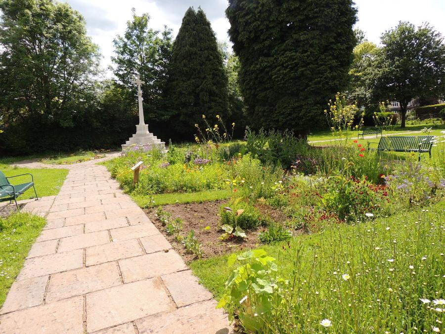 Gardens at 30 May 2015-900x675